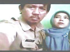 Индонезийский акушерка завуалированной